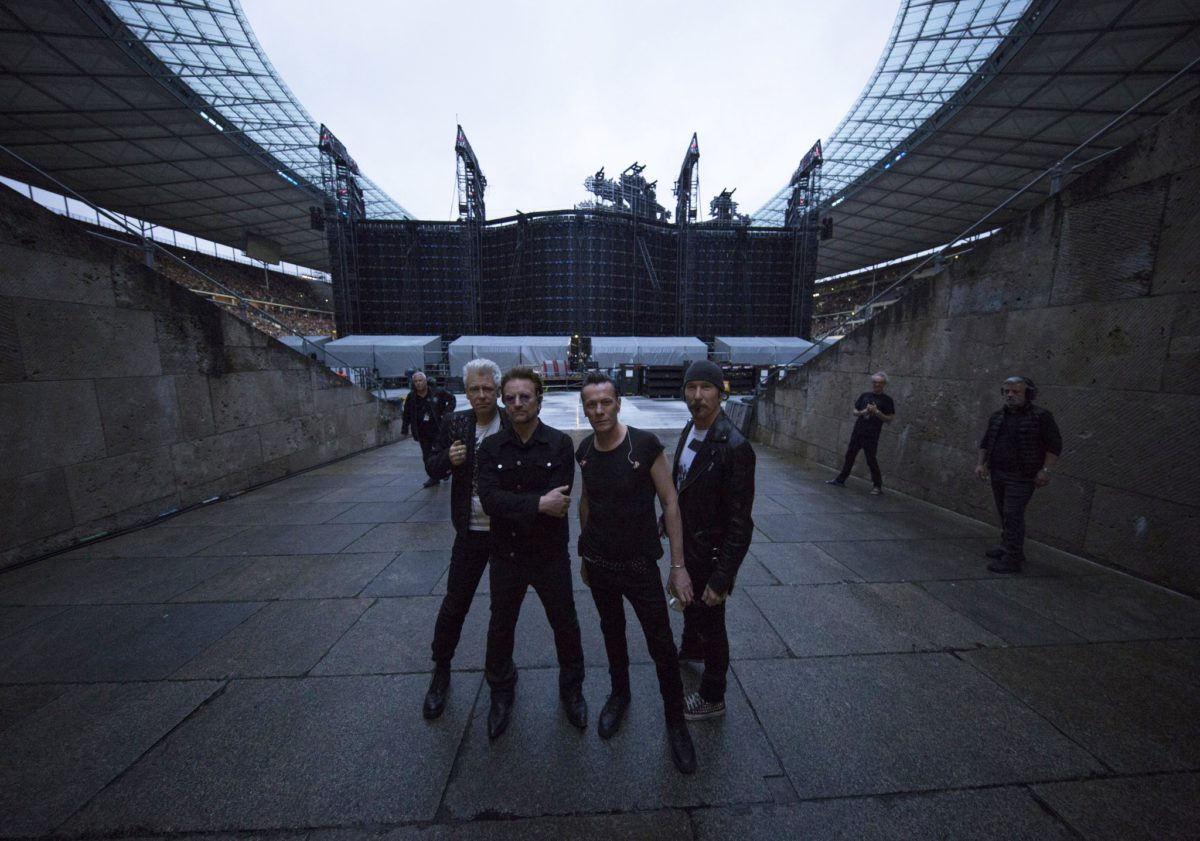 u2 carry berlin away olympiastadion berlin. Black Bedroom Furniture Sets. Home Design Ideas